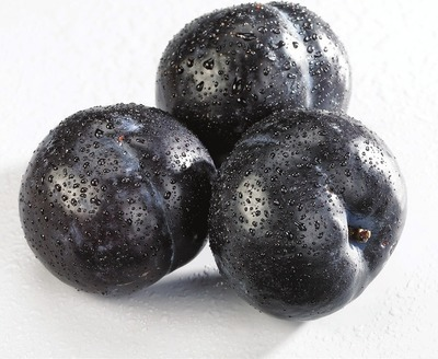 LARGE BLACK, RED OR PLUOT PLUMS