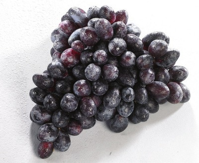 EXTRA LARGE GREEN SEEDLESS GRAPES OR LARGE BLACK SEEDLESS GRAPES PRODUCT OF MEXICO, NO. 1 GRADE RED SEEDLESS GRAPES