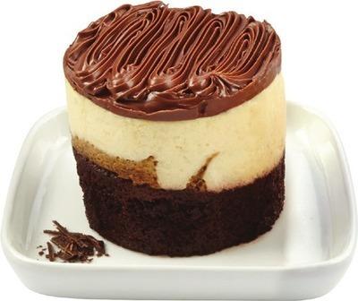 FRONT STREET BAKERY CHOCOLATE MINI CAKES